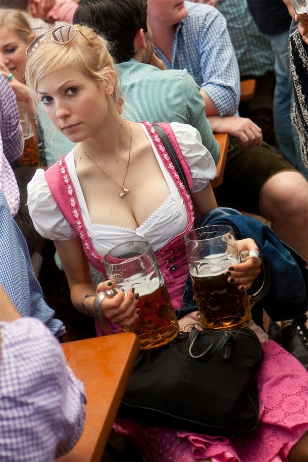 pic of Claudia with greetings from the oktoberfest