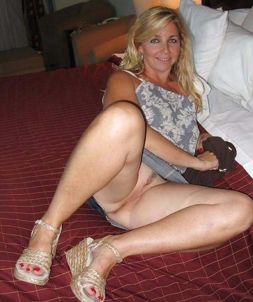 Alluring hot moms in upskirt