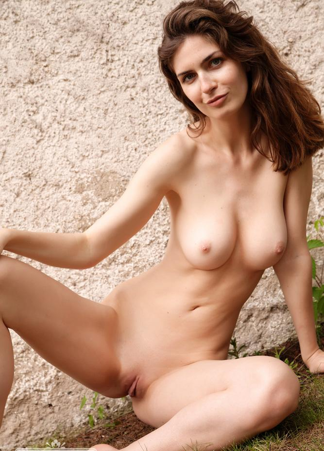 pic of Juliana a sweet mc nude model with this weeks sweetest boobs
