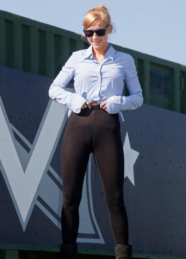 pic of Joselyn wears ultratight stretch leggings