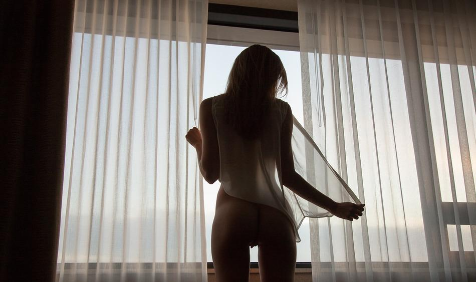 pic of Katerina having fun in a hotel room